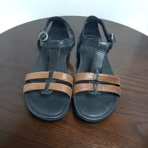 Keen Rose City Black Leather T Strap Sandals 6.5